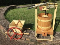 Obst- und Beerenmühle der Firma Rauch